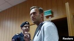 Rusiya müxalifət lideri Aleksey Navalnı Moskvada məhkəmə zalında, 27 avqust, 2018.