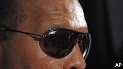 拳王阿里呼吁伊朗释放关押的两名美国徒步旅行者