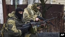 Проросійські бойовики на околиці Донецька, 2 квітня 2015 р.