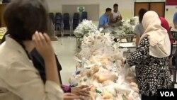 Yayasan amal FAITH membagikan makanan di Herndon, Virginia, setiap minggu selama Ramadan dalam sembilan tahun terakhir.