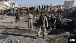 Афганські сили безпеки на місці самогубної атаки 22 грудня в провінції Кандагар