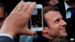 Macron, un independiente y ex ministro de Economía, se convierte así en el jefe de Estado más joven de Francia, con 39 años.