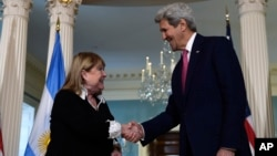 Secretary of State John Kerry shakes hands with Argentine Foreign Minister Susana Malcorra before their meeting at the State Department in Washington, March 30, 2016.
