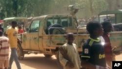 Mutane sunyi dafifi kewaye da inda boma-bomai suka tashi a Maiduguri, ranar 14 ga watan Maris 2014.