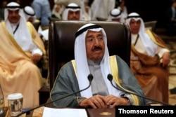 Foto de archivo del fallecido emir de Kuwait Sabah Al-Ahmad Al-Jaber Al-Sabah durante la 28ª Cumbre Ordinaria de la Liga Árabe en el Mar Muerto. Jordania, el 29 de marzo de 2017.