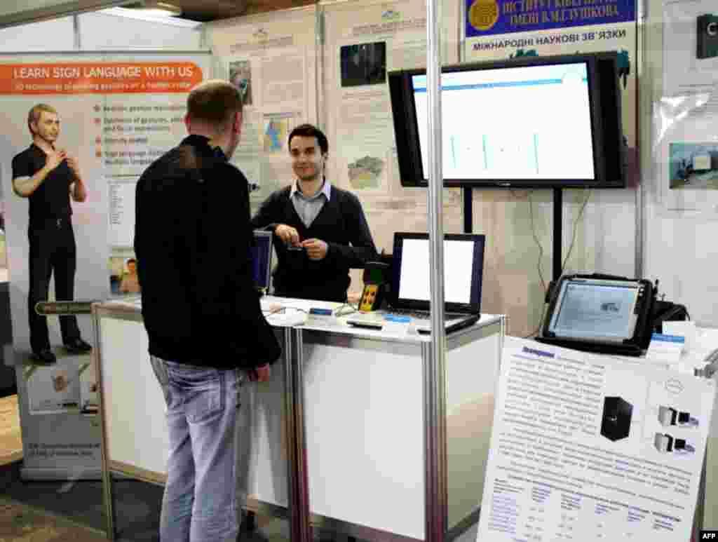 Нові винаходи українських науковців, що допомагають вивчити мову жестів.