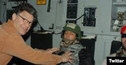 عکسی که فرنکن در آن به آزار جنسی و بد رفتاری متهم شده بود.