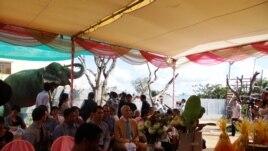 Buddhist perform a ceremony to officially retire Sambo, Phnom Penh, Cambodia, Nov. 25, 2014. (Kong Sothanarith/VOA)