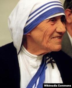 Mẹ Teresa chăm sóc người nghèo, bệnh tật, trẻ mồ côi... trong hơn 40 năm