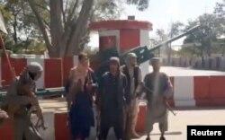 طالبان غزنی پر قبضے کے بعد مرکزی شاہراہ کی نگرانی کر رہے ہیں۔ 13 اگست2021