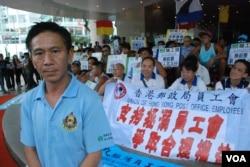 港九拯溺員工會總幹事郭紹傑表示,大陸泳客到香港泳池游泳近年大幅增加,令已經人手短缺的救生員工作百上加斤(美國之音湯惠芸攝)