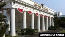 Gedung Pancasila, bagian dari bangunan dalam Kompleks Kementerian Luar Negeri Indonesia, Jakarta (Photo: Wikipedia).