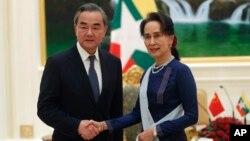 资料照:缅甸领导人昂山素季接见到访的中国外长王毅。(2019年12月7日)