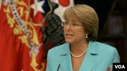 Bachelet participó en un foro organizado por el Consejo de Relaciones Exteriores junto a expertos como Robert Orr.