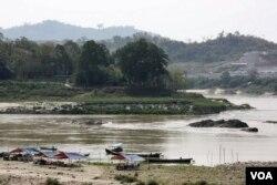 Một số dự án lớn của Trung Quốc về hầm mỏ và cơ sở hạ tầng bị nhiều người xem là gây tổn hại cho môi trường ở Myanmar.