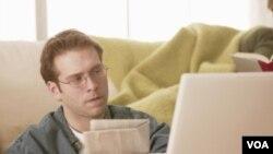 La mayoría de empresas noticiosas tienen, o están desarrollando, aplicaciones para proveer contenido en aparatos móviles.