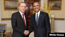 Perezida Barack Obama wa Amerika na Recep Tayyip Erdoğan wa Turikiya