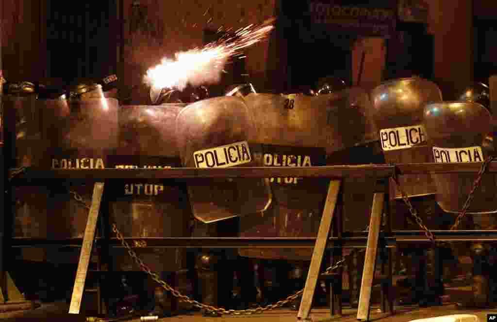 """Las Naciones Unidas instaron el jueves 7 de noviembre de 2019 al gobierno y a la oposición de Bolivia a restablecer el """"diálogo y la paz"""", después de que una persona fue asesinada en enfrentamientos callejeros que estallaron tras una disputada elección presidencial el pasado 20 de octubre."""