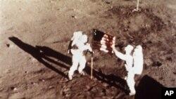 La única bandera que no logró sobrevivir fue la del Apolo XI.