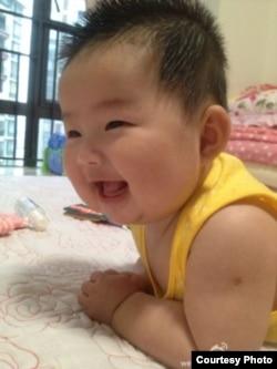 王爱忠3个多月大的女儿 (王贺楠微博图片)