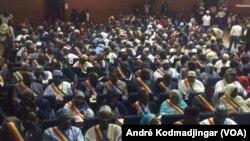 Vue des participants au forum pour les réformes institutionnelles à N'Djamena, le 19 mars 2018. (VOA/André Kodmadjingar)