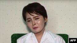 ស្ត្រីឈ្មោះ Lim Ji-Hyun ដែលរត់គេចពីកូរ៉េខាងជើង និងធ្លាប់បានលេចមុខតាមកញ្ចក់ទូរទស្សន៍កូរ៉េខាងត្បូងជាច្រើនលើក ក្នុងនាមជនភៀសខ្លួន បានផ្តល់បទសម្ភាសន៍ដល់ទូរទស្សន៍កូរ៉េខាងជើង។ (រូបថតចេញពីវីដេអូសម្ភាសន៍ កាលពីថ្ងៃទី១៩ កក្កដា ២០១៧)