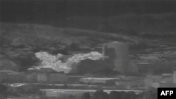 16일 북한이 남북공동연락사무소를 폭파한 뒤 화염이 일어나고 있는 모습이 한국군 열화상감시장비에 포착됐다.