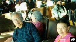 方励之和夫人李淑娴2010年12月参加诺和奖颁奖典礼后在奥斯陆机场等候返美班机