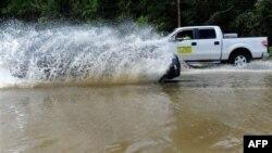 Uragani Ajrinë shkakton viktima dhe përmbytje në brigjet lindore të Shteteve të Bashkuara