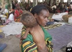 Une mère du sud de la Somalie et son enfant victime de la famine
