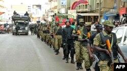 Militer Uganda melakukan patroli di ibukota Kampala pasca ancaman serangan teror (foto: dok).