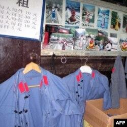 桥头商店出租中国红军和苏联红军的军服