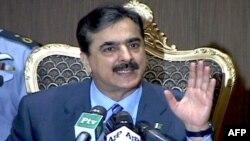 Thủ tướng Pakistan Yusuf Raza Gilani nói rằng chính phủ ông sẽ không sụp đổ, bất chấp hành động của đảng MQM