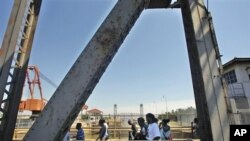 Jembatan St. Claude Ave. di kota New Orleans (foto: dok). Miliaran dolar telah dibelanjakan untuk membangun kembali kota ini, namun hasilnya belum memuaskan.