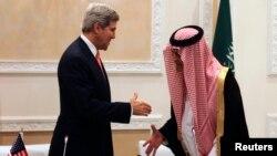 جان کری، وزیر خارجه امریکا با سعود الفیصل همتای سعودی اش