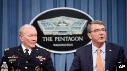 애슈턴 카터 미국 국방장관(오른쪽)과 마틴 뎀프시 합참의장이 16일 국방부에서 기자회견에 참석했다.