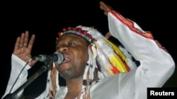 Congolese rumba music legend Papa Wemba gives his first concert in Kinshasa, June 26, 2004.