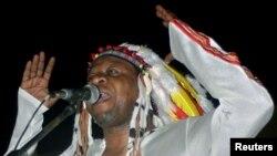Maury Touré au micro de Roger Muntu