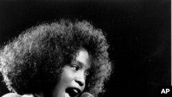 Whitney Houston morre num hotel de Los Angeles com 48 anos de idade