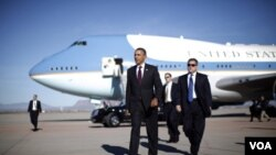El presidente Obama inició su gira en Phoenix, Arizona, y continúa en Nevada y Colorado.