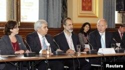 Suriyeli muhalif liderler ve İngiltere Dışişleri Bakanı Willam Hague