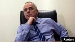 Menteri Keuangan Israel Yuval Steinitz mengumumkan negaranya setuju untuk membebaskan tahanan Palestina dalam jumlah terbatas,10 Juli 2013 (Foto: dok).