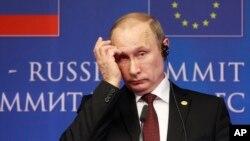Tổng thống Nga Vladimir Putin. Sau khi Crimea vào tay Nga, thế giới đang chờ hành động kế tiếp của ông Putin