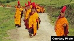 Para biksu muda Tibet di kuil Changlie, provininsi Sichuan, China (foto: dok). Seorang biksu Tibet di Sichuan tewas akibat bakar diri.
