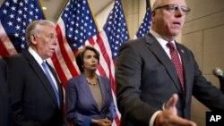 Стени Хойер, Нэнси Пелоси и Джозеф Кроули призывают республиканцев проголосовать за законопроект, принятый Сенатом