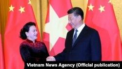Chủ tịch Quốc hội Nguyễn Thị Kim Ngân hội kiến Chủ tịch Trung Quốc Tập Cận Bình. (Ảnh: TTXVN)