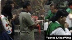 Misa pertama di Palu.