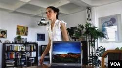 Yoani Sánchez ahora podrá traspasar las fronteras de Cuba no solo a través de sus artículos en internet y dijo que tiene muchos deseos de aprender.