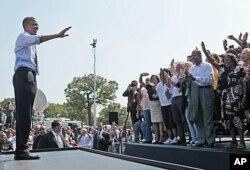 M. Obama a visité plusieurs villes, faisant la promotion de son plan économique. On le voit ici à Columbus, dans l' Ohio, le 13 septembre 2011
