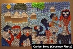 Peça de arte feita de tampinhas por Carlos Serra